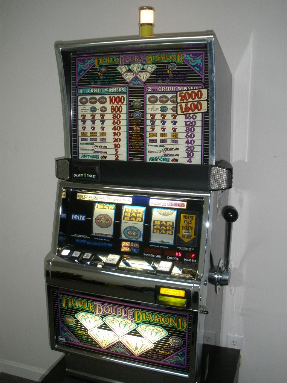 Croupier italiani slot machine 68530